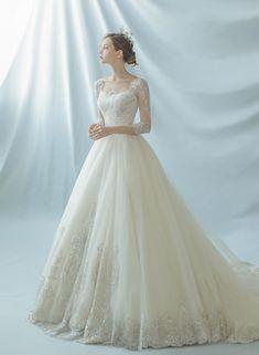 수입 디자이너 드레스와 자체 디자인한 감도 높은 웨딩드레스를 고루 갖추어 선택의 폭이 넓은 프리니엄 웨딩 멀티숍입니다. Fancy Wedding Dresses, Elegant Wedding Dress, Designer Wedding Dresses, Bridal Dresses, Wedding Gowns, Wedding Rustic, Elegant Dresses For Women, Beautiful Dresses, Princess Wedding