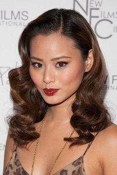 Jamie Chungs elegant, wavy hairstyle