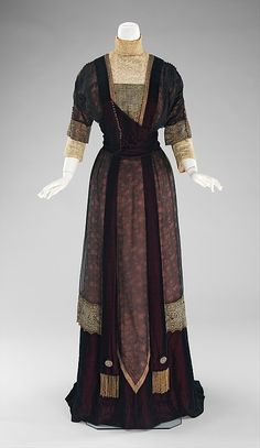 Silk dinner dress with lace trim and chiffon overlay, by Redfern, British, 1909-11.