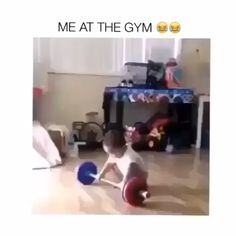 Need a good laugh after a long day staring at your office walls? These entertaining images will make you LoL. Funny Video Memes, Funny Relatable Memes, Funny Posts, Funny Gym Videos, Funny Stuff, Cute Funny Babies, Funny Cute, Hilarious, Funny Happy