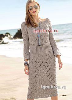 Светло-коричневое платье с сочетанием узоров. Вязание спицами