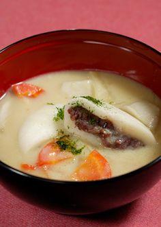 Zoni, rice cake soup for new year celebration; this one has sweet azuki bean paste filling | Kagawa, Japan あん餅雑煮