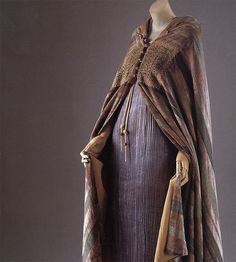 mariano fortuny. evening cape, early 1930s. orientalism: visions of the east in western dress metropolitan museum of art  womb-b(e)aring , insanely sexy