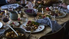 Julebord med det hele fra Meyers Table Settings, Table Decorations, Food, Home Decor, Decoration Home, Room Decor, Eten, Place Settings, Meals
