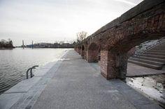 Er is een nieuw 'toevluchtsoord' voor wandelaars. De promenade rond het Houtdok is afgewerkt. Twee jaar is er gewerkt om de historische kaaimuren in ere… - Gent