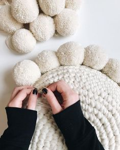 Easy crochet pillow pattern with pom poms uses single crochet and continuous rounds pattern includes photo + video tutorials features wool and the gang + lion brand yarn all patterns are buy 2 get 1 free happy making! xx awesome amazing tips tutorial diy Crochet Simple, Crochet Diy, Crochet Home, Crochet Crafts, Yarn Crafts, Crochet Projects, Crafts With Wool, Diy Crochet Pillow, Kids Crochet