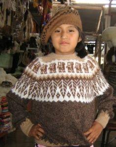 #Kinder #Set aus braunem #Pullover, #Baskenmütze und #Rucksack Winter Hats, Crochet Hats, Beanie, Peru, Fashion, Brown Sweater, Mens Fashion Sweaters, Get Tan, Jackets