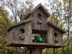 Most Popular Birdhouses Rustic in Your Garden 26 This handcrafted, rustic birdhouse is a great way to decorate your garden. Bird House Plans, Bird House Kits, Birdhouse Designs, Birdhouse Ideas, Free Birdhouse Plans, Bird House Feeder, Bird Feeders, Bird Houses Diy, Bird Boxes