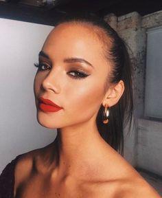 prom makeup: Red lipstick
