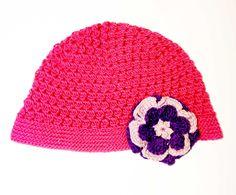 Gorro crochet fucsia flor Un gorro con colores alegre y flor llamativa para  bebé. a459d52dee7