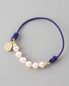 pulsera de perlas Majorica elástica.  Simple, pero / elegante al mismo tiempo casual.
