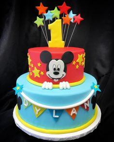Another fun #MickeyMouse cake from this weekend! ✨  #custom #cake #mickey #mouse #disney #first #birthday #cakery #parkave
