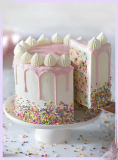 Homemade funfetti cake recipe from the ground up is very easy to bake. Perfect for # birthday # cake Homemade funfetti cake recipe from the ground up is very easy to bake. Perfect for # birthday # cake Girly Birthday Cakes, Birthday Cakes For Women, Birthday Parties, Sweet Birthday Cake, Birthday Cupcakes, Best Birthday Cake Recipe, Buttercream Birthday Cake, Girly Cakes, Fun Fetti Cake Recipe