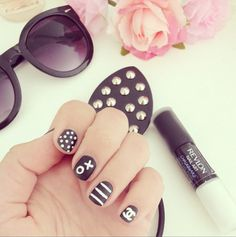 Doodle nails ♡ These are super cute, and don't seem like they'd be hard to do!