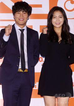 韓国・ソウル(Seoul)のシネマコンプレックス「CGV」往十里(Wangsimni)店で行われた、映画「スロービデオ」のメディア試写会に臨む、俳優のチャ・テヒョン(Cha Tae-Hyun、左)と女優のナム・サンミ(Nam Sang-Mi、2014年9月18日撮影)。(c)STARNEWS ▼26Sep2014AFP|映画『スロービデオ』試写会、豪華ゲストも登場 http://www.afpbb.com/articles/-/3027113