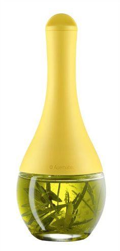 Auerhahn - Shaker do przypraw BATIDO, żółty. Użyteczny dozownik różnorodnych przypraw lub sosów, które mogą być w nim przechowywane w lodówce. #herbs #spices #yellow #forhome #kitchenaccessories #design #dladomu #kuchnia #decosalon