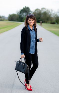 3 Ways To Dress Up A Denim Shirt - Cyndi Spivey - Winter Outfits for Work Jean Shirt Outfits, Chambray Shirt Outfits, Dress Up Jeans, Denim Outfit, Casual Outfits, Denim Shirts, Dress Shirt, Shirt Hair, Work Shirts