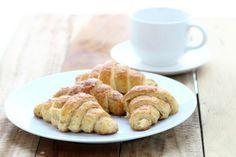 Ricetta cornetto integrale al miele: il cornetto integrale al miele è l'ideale per svegliarsi con dolcezza preparando la colazione con ingredienti genuini.