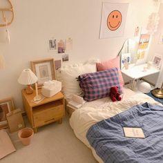 Room Design Bedroom, Small Room Bedroom, Room Ideas Bedroom, Bedroom Decor, Study Room Decor, Appartement Design, Pastel Room, Minimalist Room, Aesthetic Room Decor