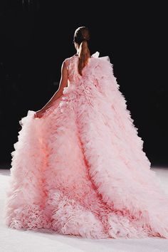 See all the Details photos from Giambattista Valli Spring/Summer 2015 Couture now on British Vogue Couture Mode, Style Couture, Couture Fashion, Runway Fashion, Fashion Show, Couture Details, Paris Fashion, Fashion 2015, Couture Week