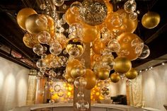 Gold Bubble and balloon Ceiling via Shawna Yamamoto.jpg (598×398)