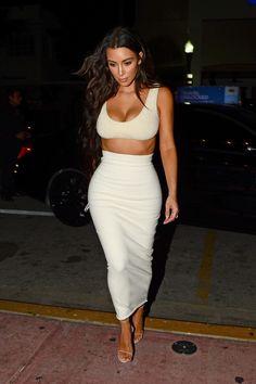 Click image to close this window Kardashian Style, Kardashian Jenner, Kourtney Kardashian, Kim Kardashian White Dress, Kardashian Kollection, Kim And Kourtney, Kim And Kanye, Celebrity Outfits, Celebrity Style