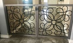 DIY dog/baby gates made from Hobby Lobby Wall Decor – Diy Furniture Ideas Hobby Lobby Wall Decor, Diy Wall Decor, Diy Home Decor, Porch Wall Decor, Hobby Room, Room Decor, Diy Dog Gate, Pet Gate, Diy Baby Gate