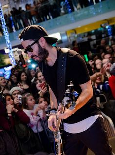 ΜΕΛΙSSES @ Christmas Live Stage Athens Metro, Captain Hat, Stage, Live, Christmas, Fashion, Natal, Moda, Xmas