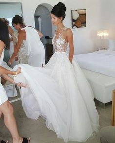 Usually I wouldn't ever imagine myself wearing something like this on my wedding day, but this is really pretty.