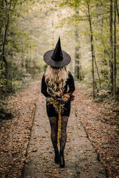 Witch Photos, Halloween Photos, Halloween Fashion, Glam Photoshoot, Photoshoot Themes, Photoshoot Inspiration, Fall Pictures, Fall Photos, Fall Season Pictures