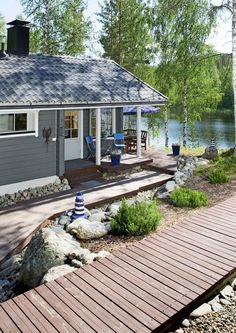Summer houses by the lake. Cottage Porch, Lakeside Cottage, Lake Cottage, Cottage Living, Cozy Cottage, Cottage Style, Lakeside Lodge, Tiny Cabins, Lake Cabins
