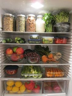 a healthy fridge! Food prep and fridge organization - working on making my fridge look like this. Refrigerator Organization, Recipe Organization, Kitchen Organization, Organization Hacks, Fridge Storage, Organized Fridge, Kitchen Storage, Organizing, Tupperware Storage