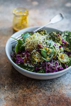 Gebratener Broccoli und Kokos-Salat mit Dressing Kurkuma
