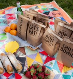 """We've found 16 more additions to our original list of Best DIY Picnic Food Ideas & Crafts!"""" Read on & find a new DIY picnic idea for your next picnic! Picnic Bag, Picnic Time, Picnic Baskets, Picnic Parties, Picnic Lunches, Beach Picnic, Picnic Foods, Picnic Menu, Outdoor Parties"""