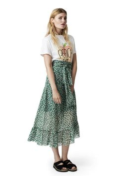 High waisted maxi skirt layered at the top.  <br /><br />Model is 175cm tall and wearing a size small/  36.