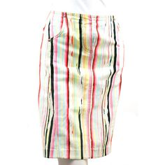 Jupe Kenzo jean vintage 1980-90 en coton et spandex. Fond blanc avec rayures couleurs. Arty... TTBE. T42 Personnellement j'adore cette petite jupe. Jo la porte vraiment bien, mais Jo est sublime, cette fille est un soleil sur patte...
