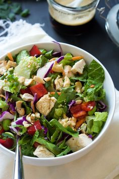 This simple chopped Crispy Thai Cashew Salad has robust flavors of soy, honey, peanut butter, ginger and red pepper flakes. Minus the chicken Thai Cashew Chicken, Chicken Salad, Healthy Foods To Eat, Healthy Eating, Healthy Recipes, Soy Ginger Dressing, Comidas Fitness, Chicken Wrap Recipes, Pasta