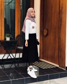 Fashion hijab vintage casual new ideas Casual Hijab Outfit, Ootd Hijab, Hijab Chic, Casual Outfits, Fashion Outfits, Fasion, Women's Fashion, Muslim Fashion, Korean Fashion