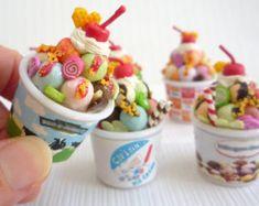 Etsy の Miniature Ice Cream Sundae Parfait  Dollhouse by BEADSPAGE