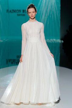 Vestido de novia colección 2018 de Raimon Bundó en Barcelona Bridal Fashion Week 2017