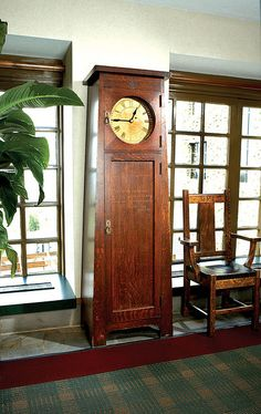 Thinking more and more about building an arts/crafts GF clock. Love this from Grove Park Inn. Craftsman Clocks, Craftsman Furniture, Craftsman Interior, Craftsman Style, Craftsman Homes, Arts And Crafts Furniture, Home Decor Furniture, Furniture Design, Bedroom Furniture