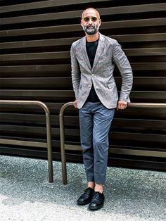 軽やかなジャケットにクルーのインナーで、イマドキな大人カジュアルを | メンズファッションの決定版 | MEN'S CLUB(メンズクラブ)