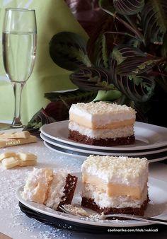 Dvije kore koje se peku zajedno pa je priprema brza i jednostavna a kolač predivan, ma fantazija od kokosa :))))) Cupcake Recipes, Cupcake Cakes, Dessert Recipes, Torte Cake, Croatian Recipes, Mousse Cake, Tray Bakes, No Bake Cake, Sweet Recipes