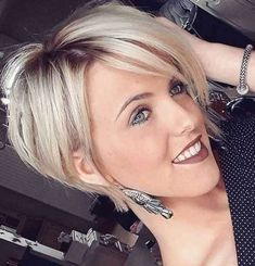 Cool 52 Stunning Shaggy Bob Hairstyles Ideas For Women. More at http://trendwear4you.com/2018/03/16/52-stunning-shaggy-bob-hairstyles-ideas-for-women/