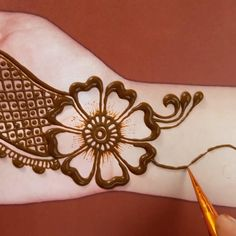 Floral henna designs for front hands if you watch the full video then you will learn how it apply easily so please watch the full video for learning how to apply mehndi designs on hands. Mehndi Designs Front Hand, Round Mehndi Design, Henna Flower Designs, Henna Tattoo Designs Simple, Palm Mehndi Design, Full Hand Mehndi Designs, Henna Art Designs, Mehndi Designs For Girls, Mehndi Designs For Beginners