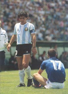 Maradona Retro Pics (@MaradonaPICS) | Twitter Pure Football, World Football, Soccer World, Fifa, History Of Soccer, Retro Pictures, Retro Pics, Diego Armando, Football Images