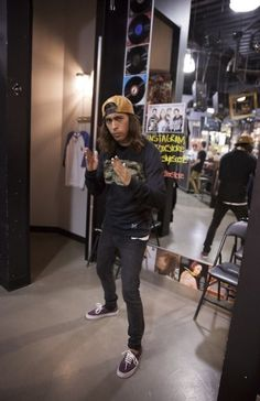 Vic from pierce the veil being a NINJA xD