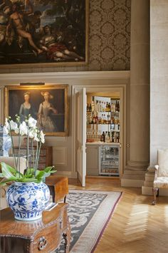 One of our all-time favourite rooms! View 2. Interior Design by Henrietta Spencer-Churchill, eldest daughter of the 11th Duke of Marlborough and whose family home is Blenheim Palace in Oxfordshire.