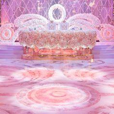 Нежная и романтичная свадьба утопала в цветах и хрустале. Только на потолке над танцполом висели сотни тысяч цветов, собранные в версальские садовые узоры #eventplanner #eventcreator  #свадьба2016 #свадьбамечты #оформлениесвадьбы #мероприятиеподключ  #weddingplanner #организациясвадьбы #свадебныйорганизатор #свадебноеагентство  #антизерский  #event #eventdesign #юбилей #торжество #свадьбаподключ #декор #дизайн #местофото #невеста #свадьба #wedding #summerwedfing #свадьбазагородом