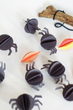 Halloween Paper Spider Mobile. Cute, easy and non-creepy spider craft to make with and for kids for an easy Halloween decoration.